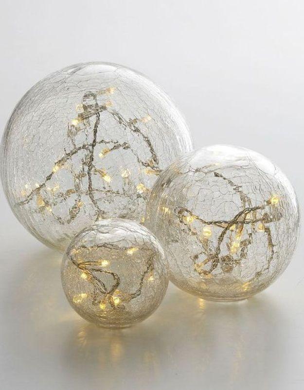 Boule de Noël en verre craquelée