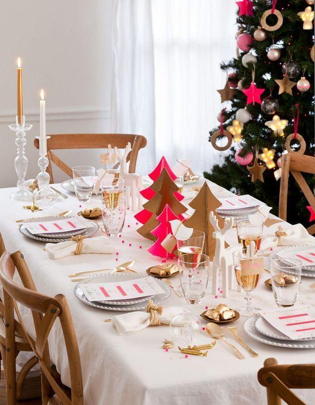 Centre de table de Noël avec des sapins en papier