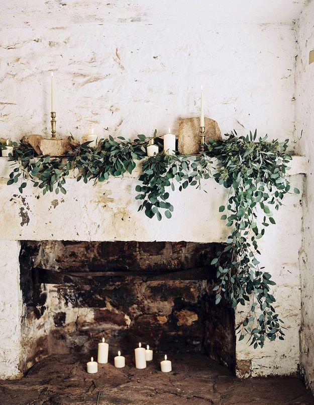 Une déco de noël pour la cheminée romantique