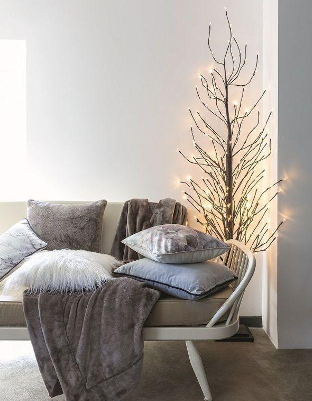 Arbre de Noël avec branches lumineuses