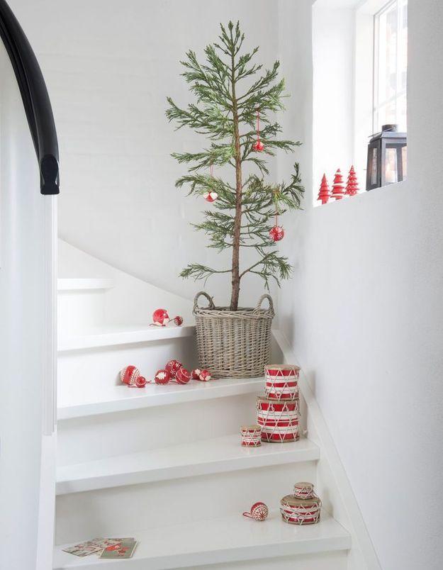 Arbre de Noël dans un panier