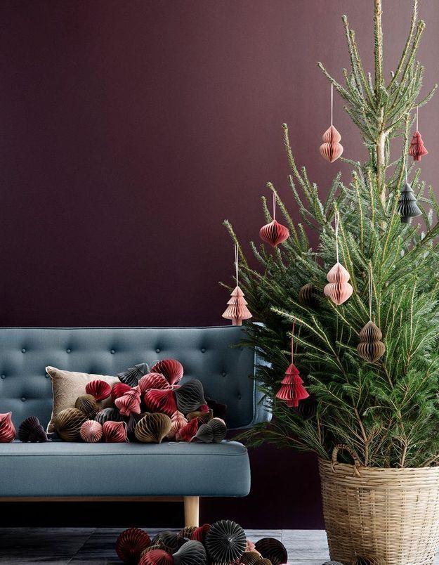 Arbre de Noël scandinave avec boules en papier