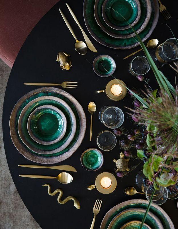 Une déco de table de Noël qui joue la carte de l'exotisme