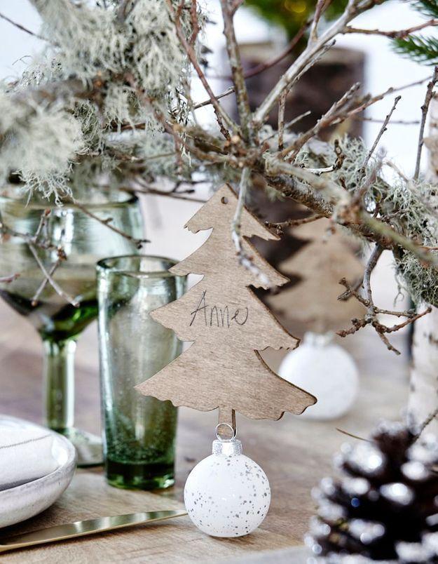 Une décoration de table de Noël comme à la montagne