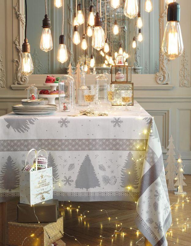 Une décoration de table de Noël lumineuse