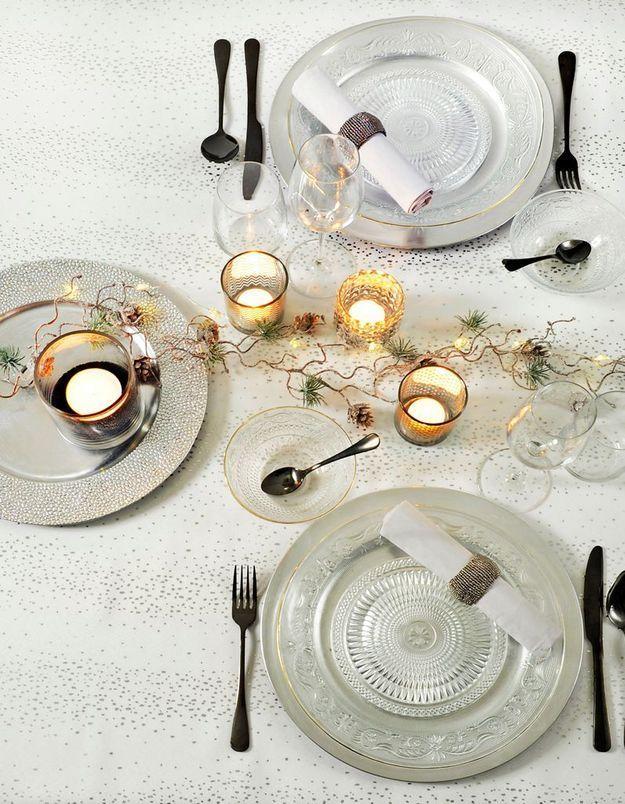Une décoration de table de Noël raffinée