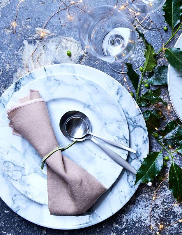 Vaisselle de Noël marbrée Alinéa
