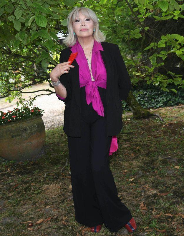Amanda Lear : « La reine d'Angleterre me fascine et m'épate »
