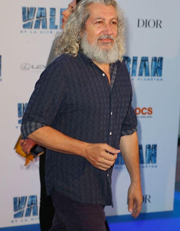 Alain Chabat : les cheveux longs, la barbe de Père Noël, il est transformé !