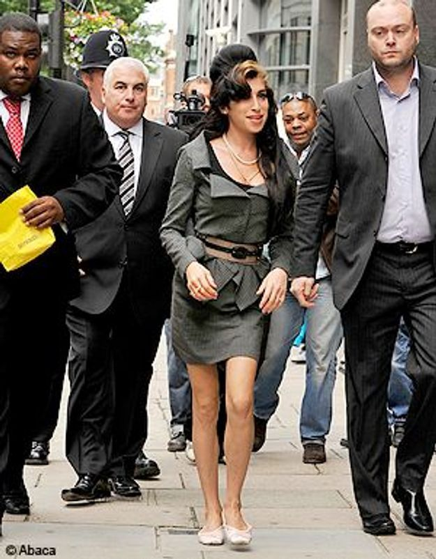 Amy Winehouse : un coup de poing contre une photo