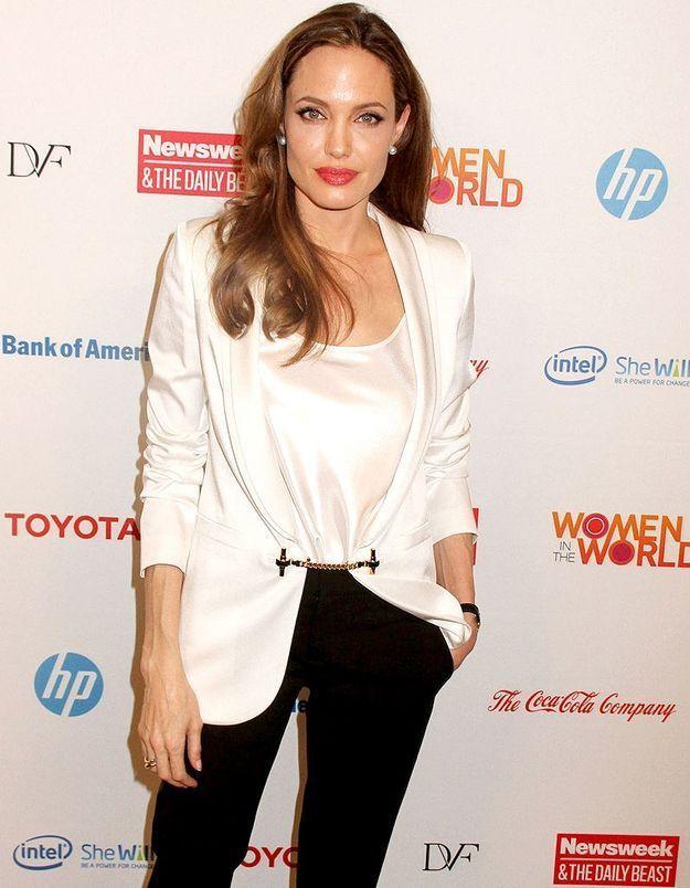 Angelina Jolie crée une collection de bijoux pour la bonne cause