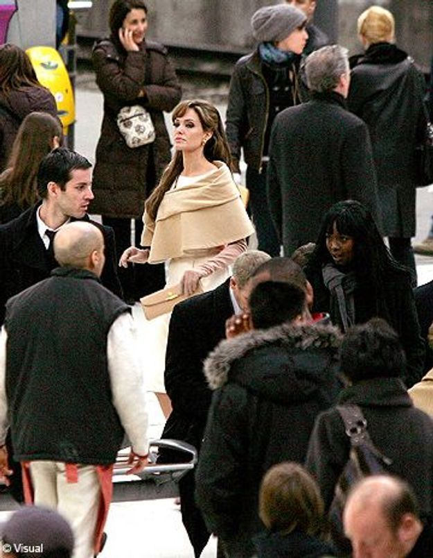 Angelina Jolie en tournage:les Parisiens sont fous d'elle !