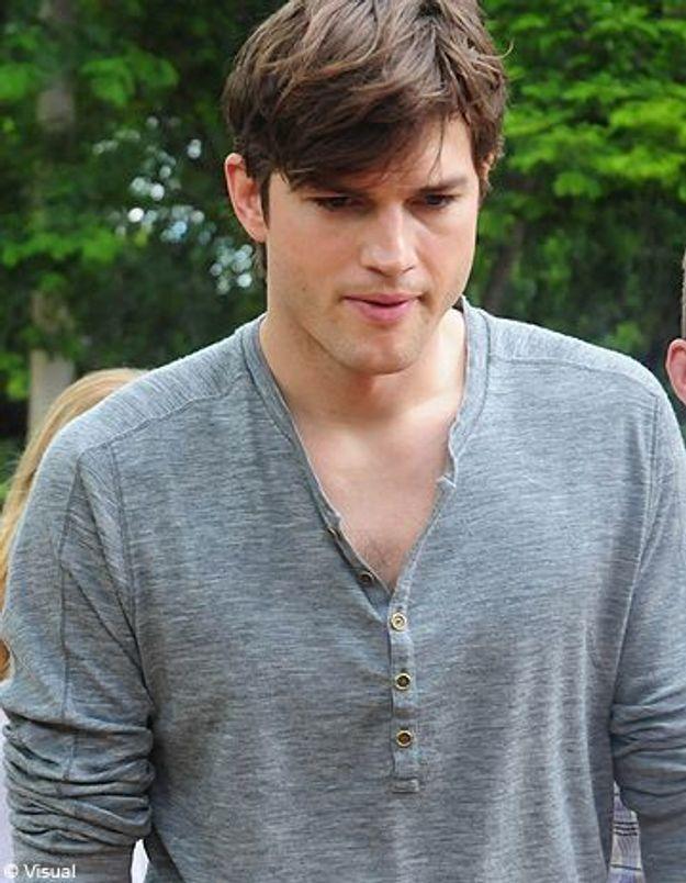Ashton Kutcher s'amuse au Brésil alors que Demi Moore est hospitalisée