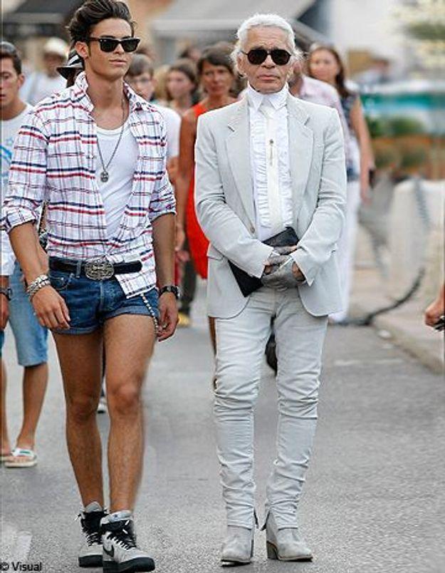 Baptiste Giabiconi : le it boy ose le mini-short à Saint-Tropez