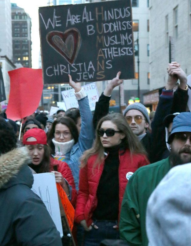 Bella et Gigi Hadid, filles d'un Palestinien, protestent contre le décret anti-immigration