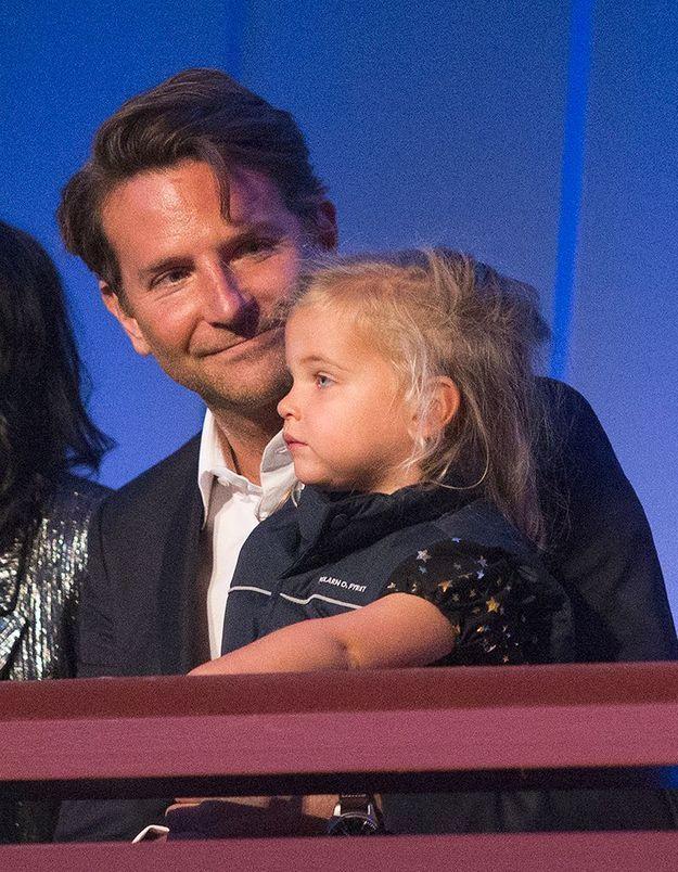 Bradley Cooper assiste à une cérémonie avec sa fille : elle est à croquer !