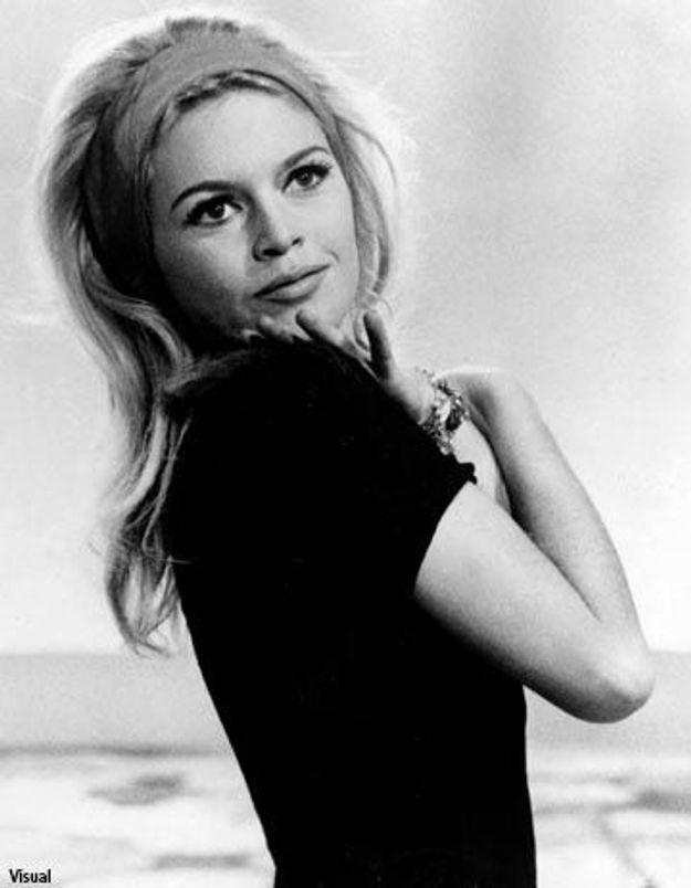 Brigitte Bardot fait du pied à Carla Bruni