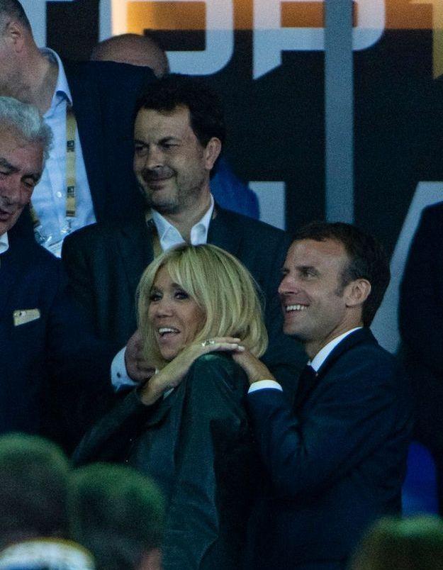 Brigitte et Emmanuel Macron ont multiplié les marques d'affection en tribune