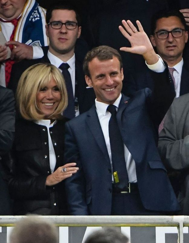 Le couple Macron a salué le public du Stade de France
