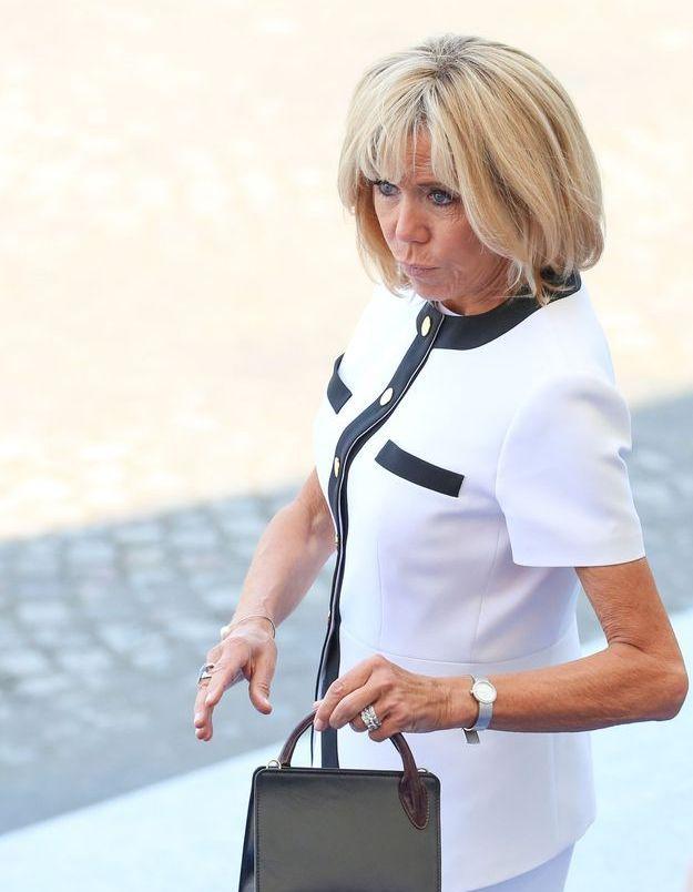 Brigitte Macron, jamais sans son sac à main