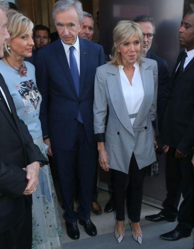 Brigitte Macron sort du vernissage de l'exposition Dior