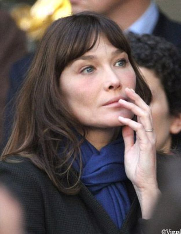 Carla Bruni laisse planer le doute sur sa grossesse