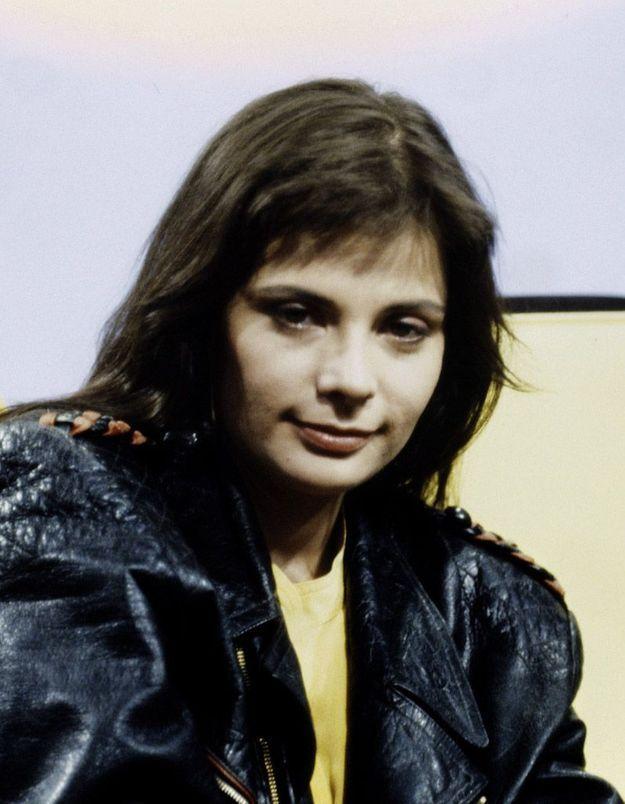 Carla Bruni rend hommage à Marie Trintignant et aux femmes victimes de violences conjugales