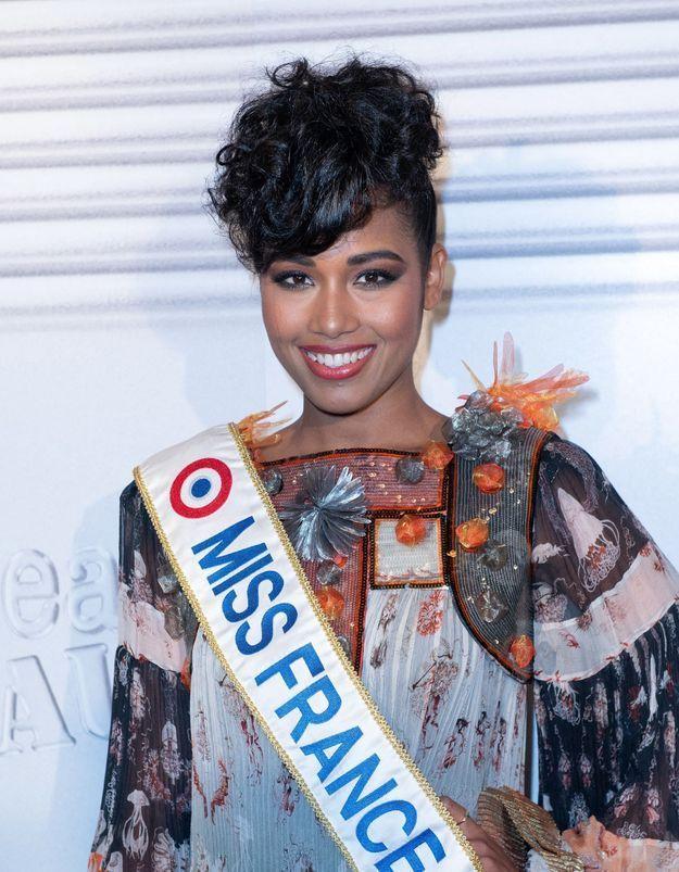 Clémence Botino : Miss France 2020 fête son anniversaire entourée de ses amies Miss