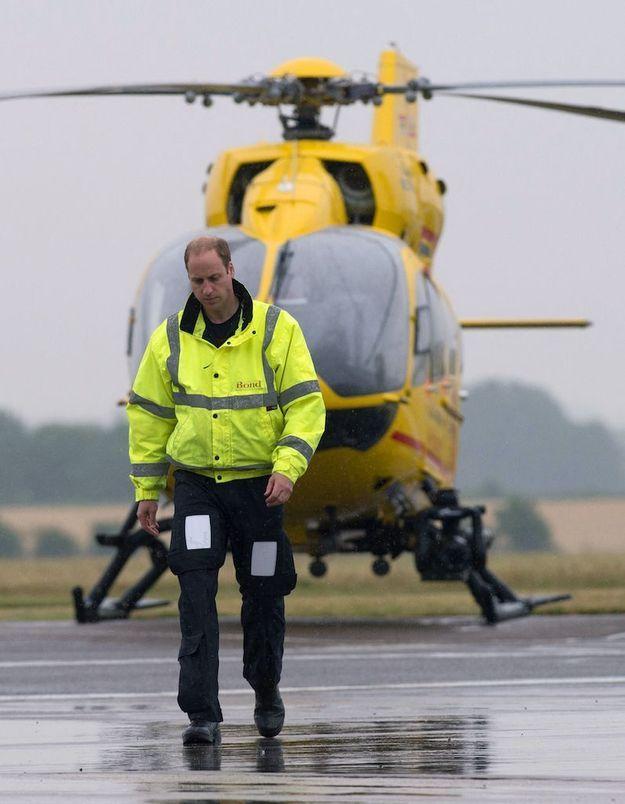 Coronavirus : le prince William aimerait piloter à nouveau pour aider son pays