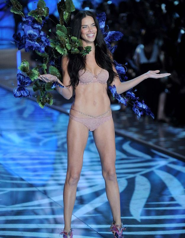 Adriana Lima au défilé Victoria's Secret 2015