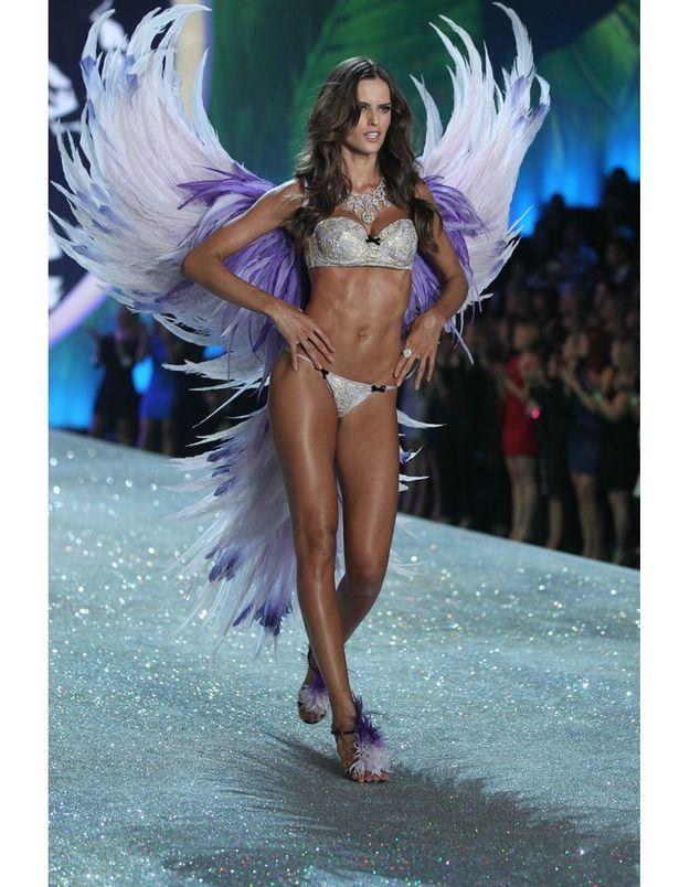 Izabel Goulart au défilé Victoria's Secret 2013