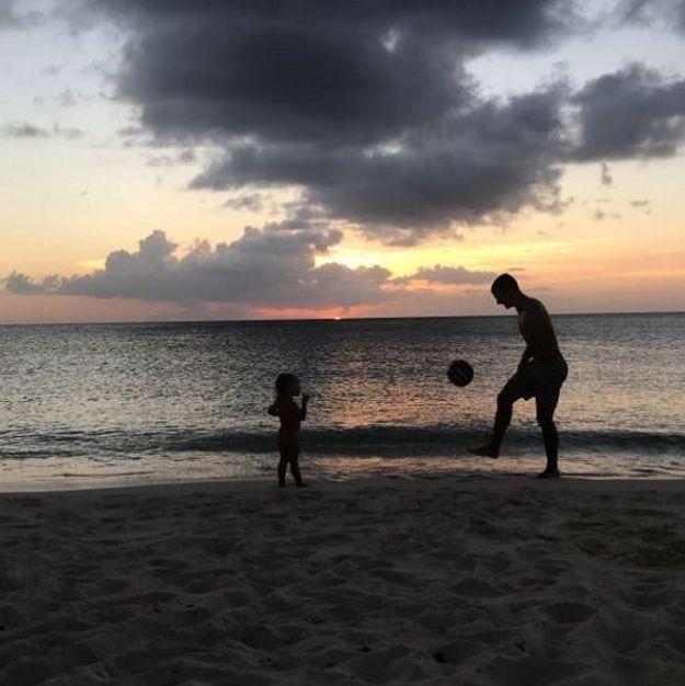 Petite partie de football pour Antoine Griezmann et sa fille Mia