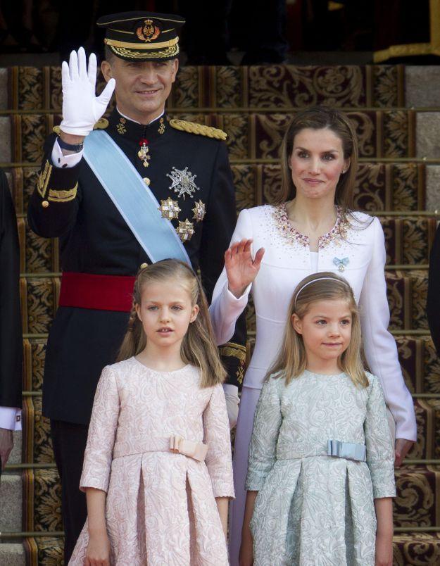 Couronnement de Felipe VI : le roi et Letizia acclamés au balcon du palais !
