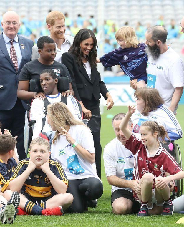 Beaucoup d'enfants sont venus voir le prince Harry et Meghan Markle
