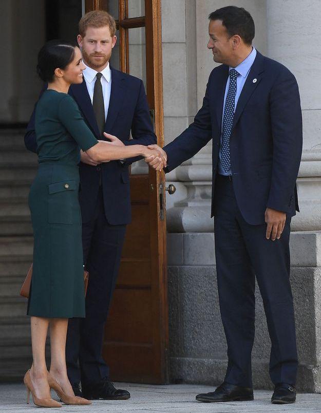 Meghan Markle sert la main du premier ministre irlandais Leo Varadkar