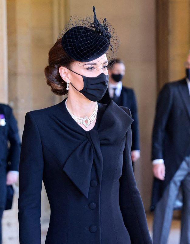 Kate Middleton : des bijoux qui en disent long aux funérailles du prince Philip