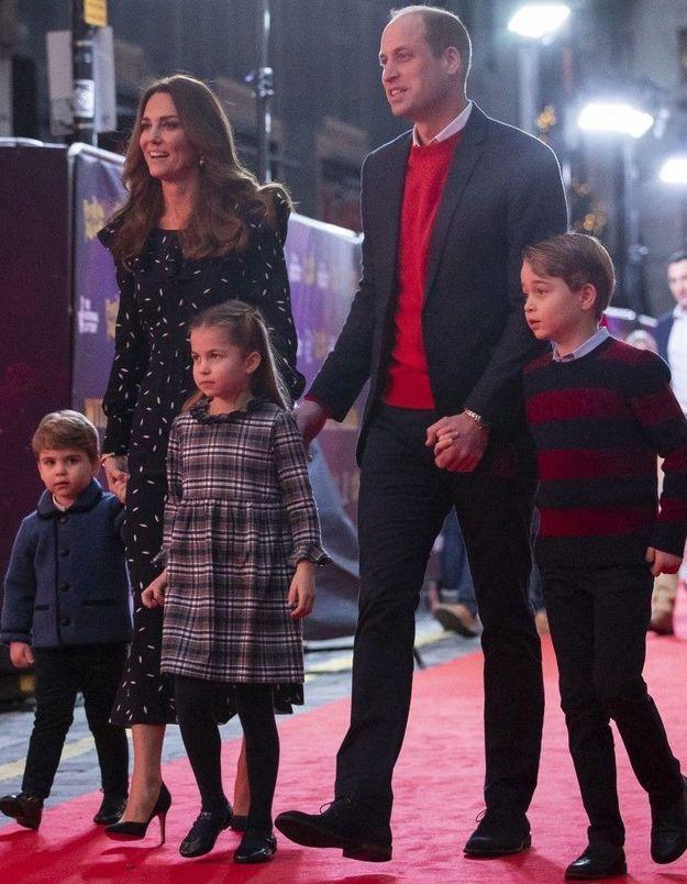 Kate Middleton et William : sortie remarquée sur le tapis rouge avec leurs trois enfants ! (Vidéo)