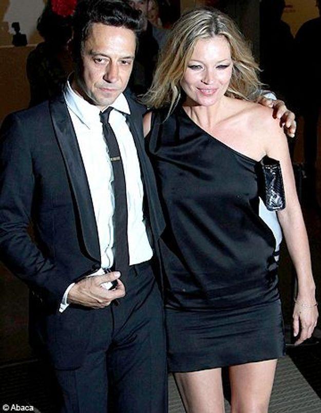 Kate Moss et Jamie Hince : anneaux amours ?