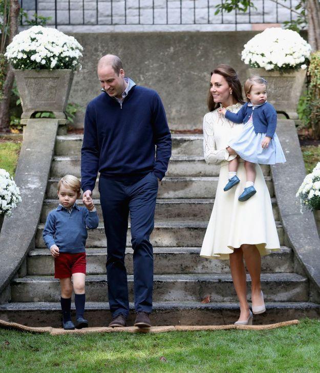 Arrivée à Victoria pour un goûter avec des enfants de militaires.