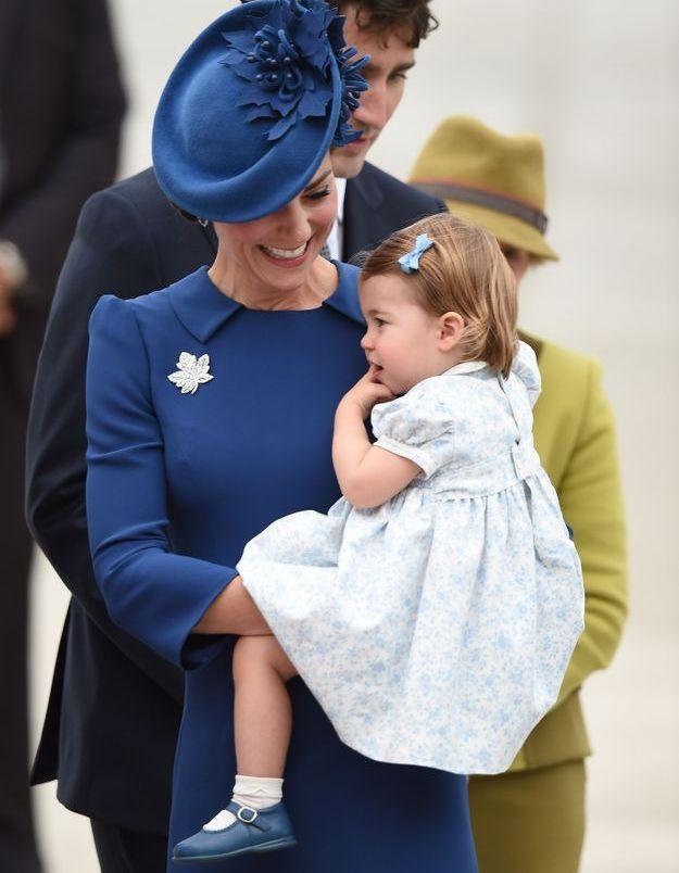 La princesse Charlotte dans les bras de sa mère