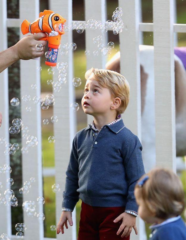 Le silence d'un roi devant un Nemo cracheur de bulles.