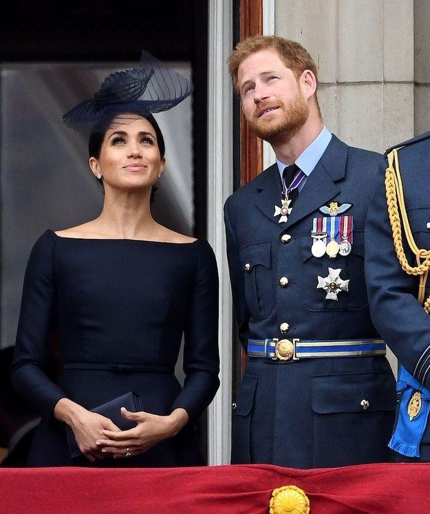 Meghan Markle et le prince Harry regardent ensemble les avions de la parade aérienne