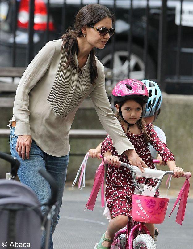 Elle lui apprend le vélo