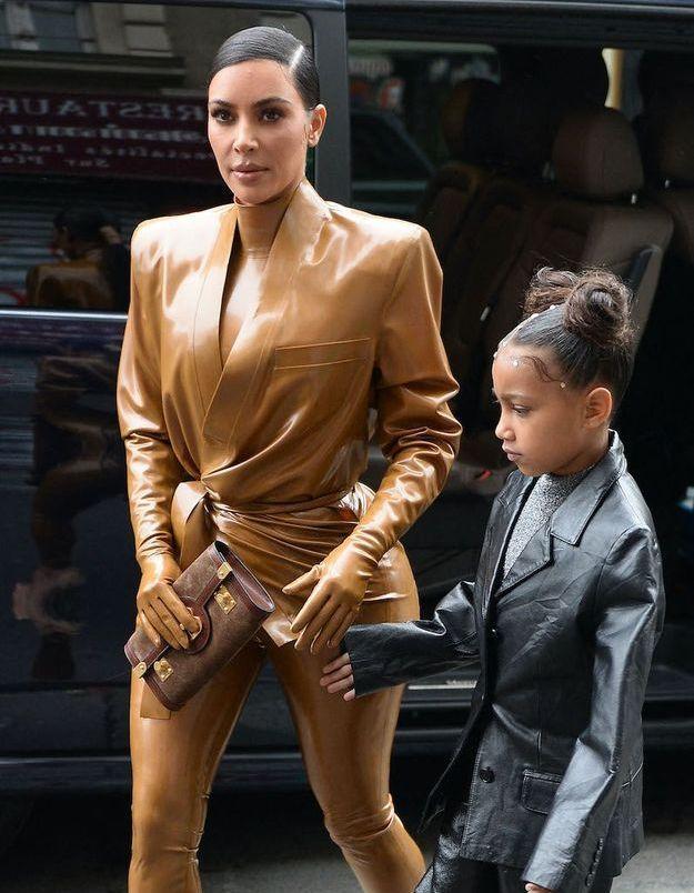 Kim Kardashian balance une photo dossier de son adolescence