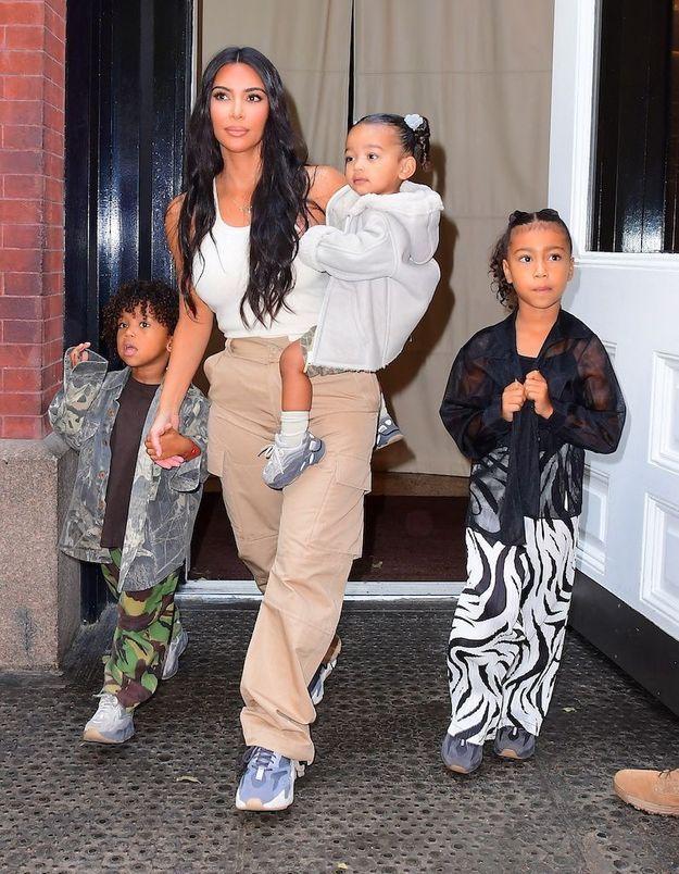 Kim Kardashian demande des conseils pour occuper ses enfants… et se fait tacler par les internautes