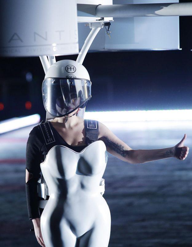 Lady Gaga dévoile la première robe volante