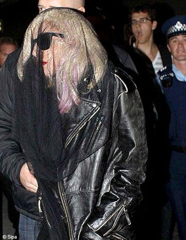 Lady Gaga sommée de se dévoiler