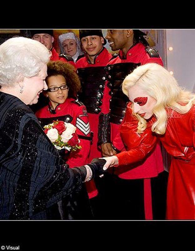 Lady Gaga très hot face à la reine d'Angleterre