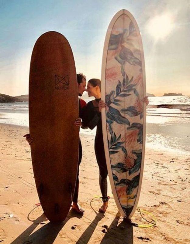 L'ex-Miss France 2011 a initié son amoureux au surf