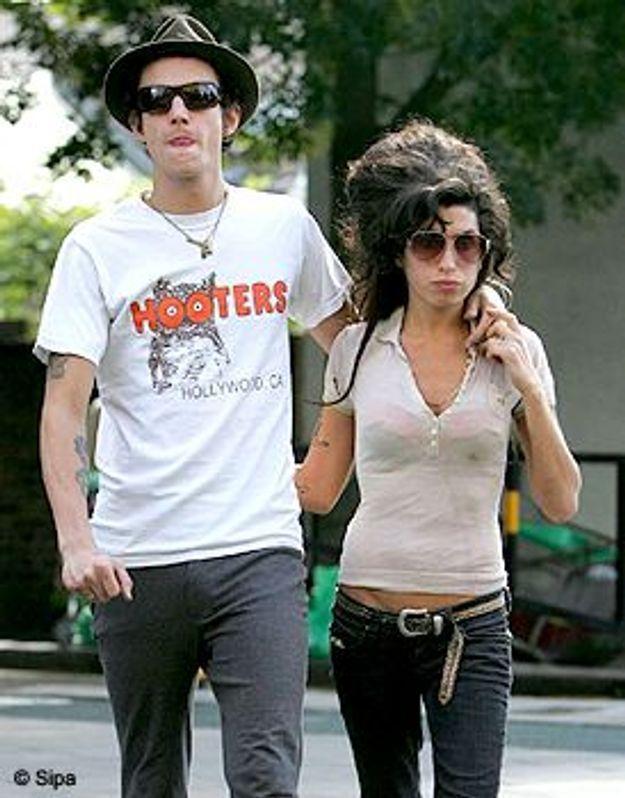 Le mari d'Amy Winehouse reste en prison